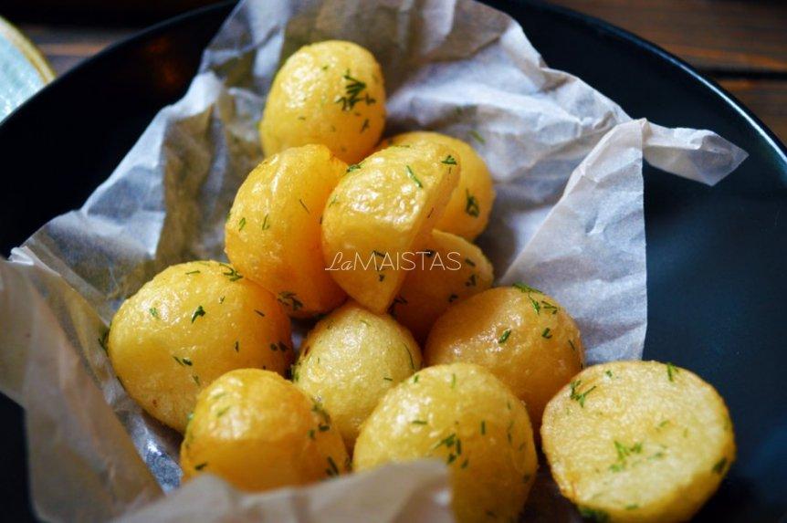 Bulvės orkaitėje kepimo popieriaus vokelyje