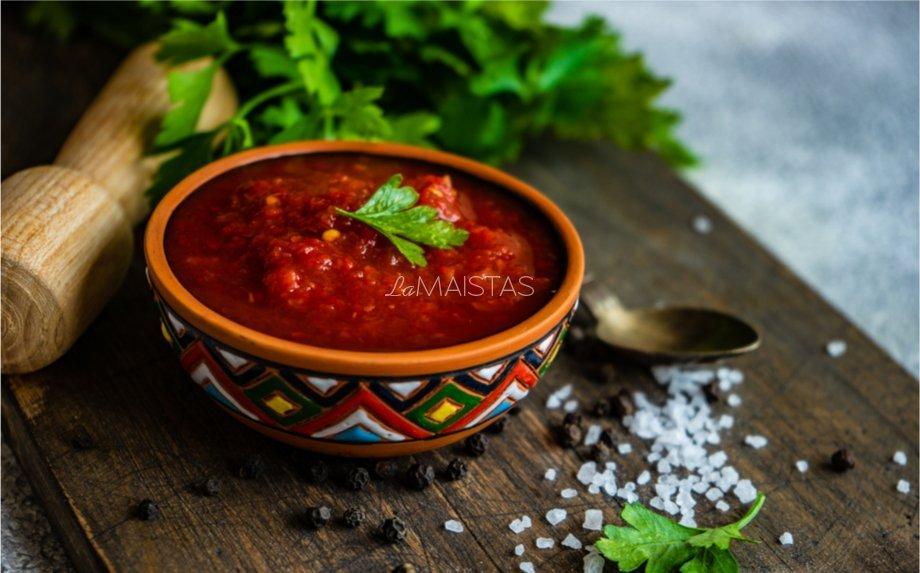 Gruziniškas pomidorų padažas žiemai