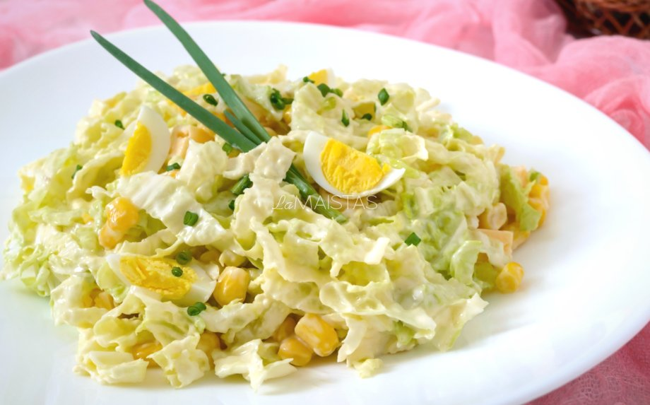 Greitos salotos su kukurūzais ir sūriu