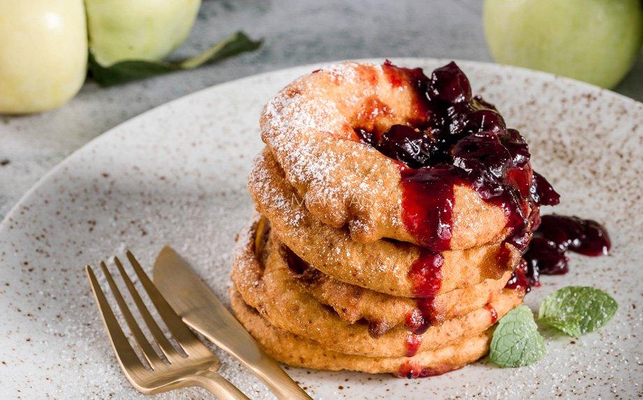 Varškinės obuolių spurgos