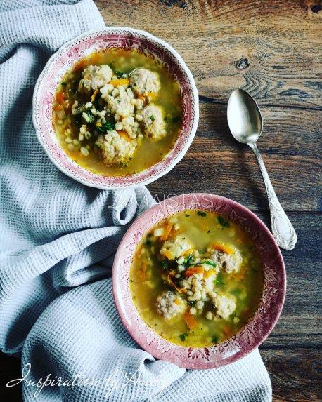 Perlinių kruopų sriuba su kukuliais ir daržovėmis