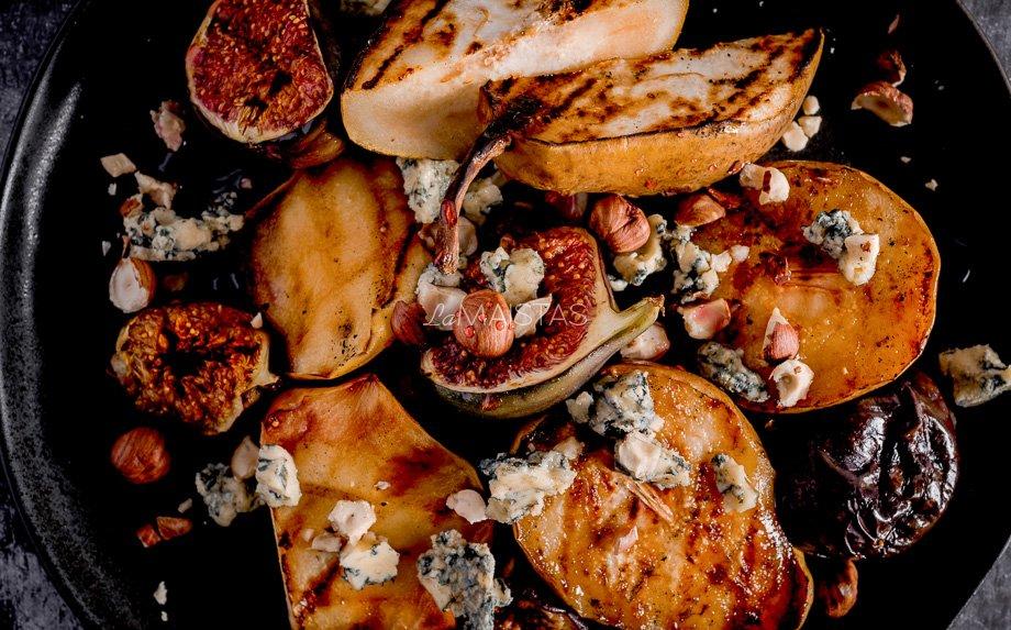 Kepti vaisiai su pelėsiniu sūriu