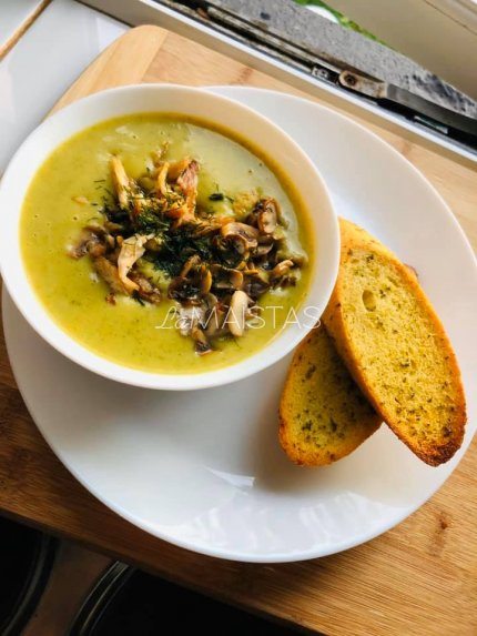 Brokolių sriuba su vištiena