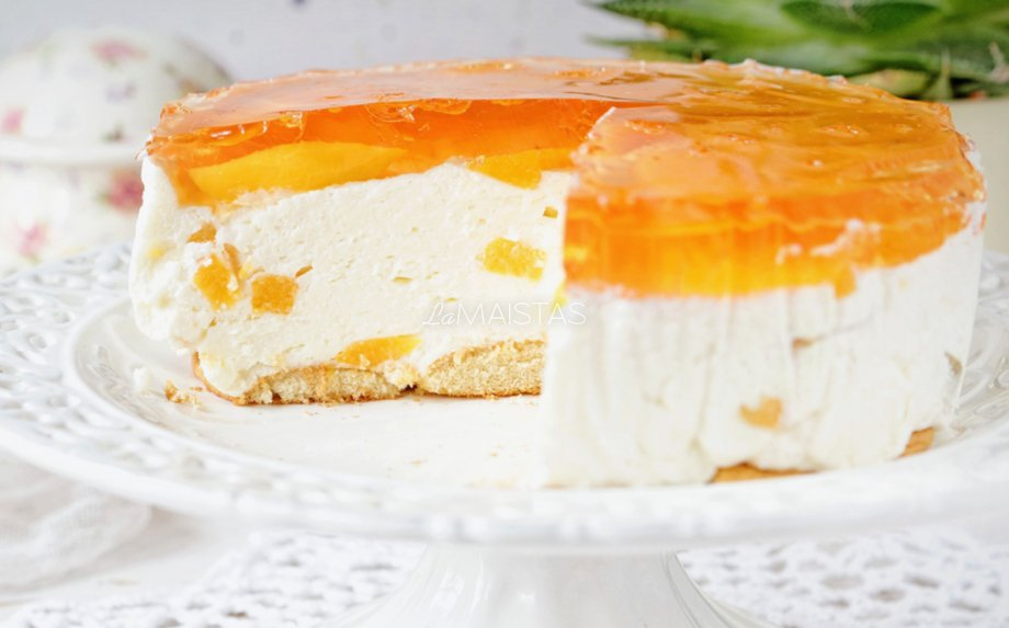 Greitas nekeptas jogurtinis tortas su konservuotais persikais