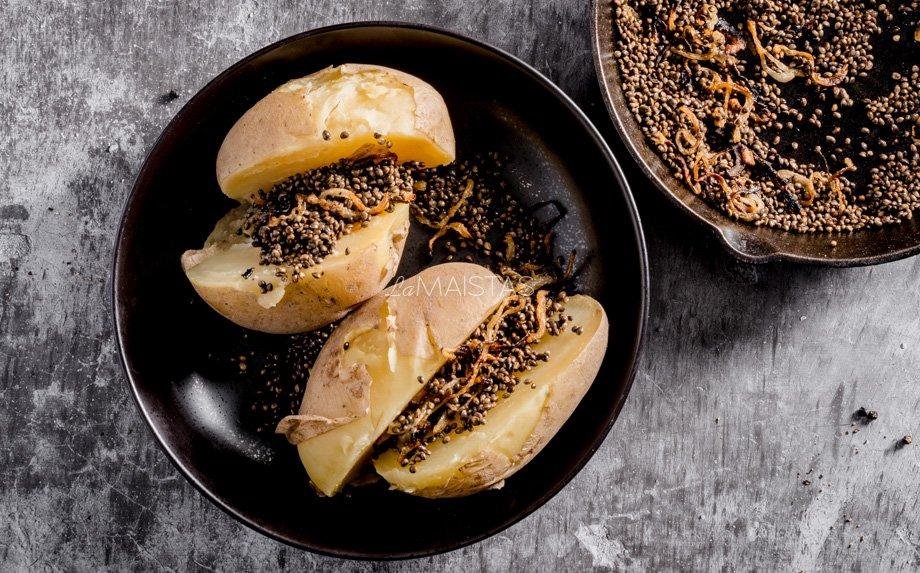 Kepintos kanapių sėklos su svogūnais ir bulvėmis
