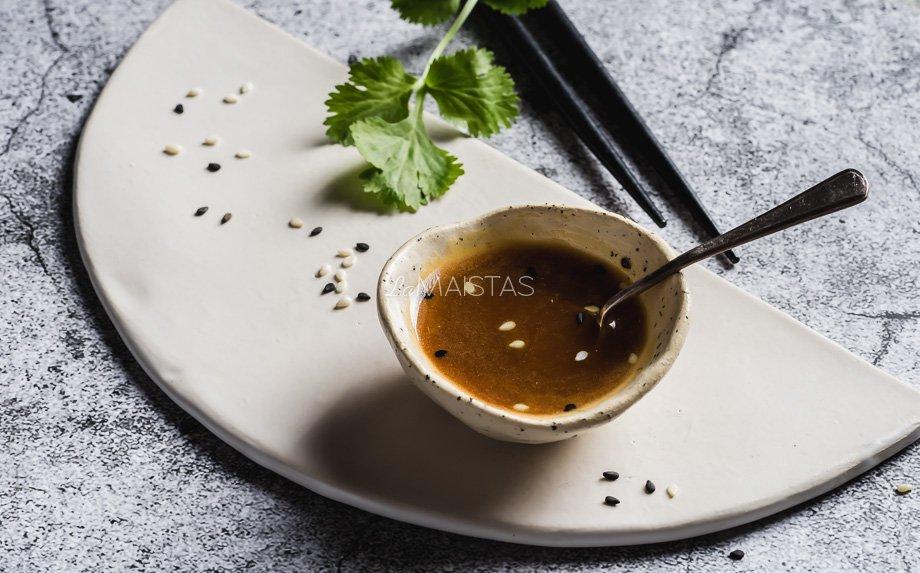 Azijietiškas padažas salotoms