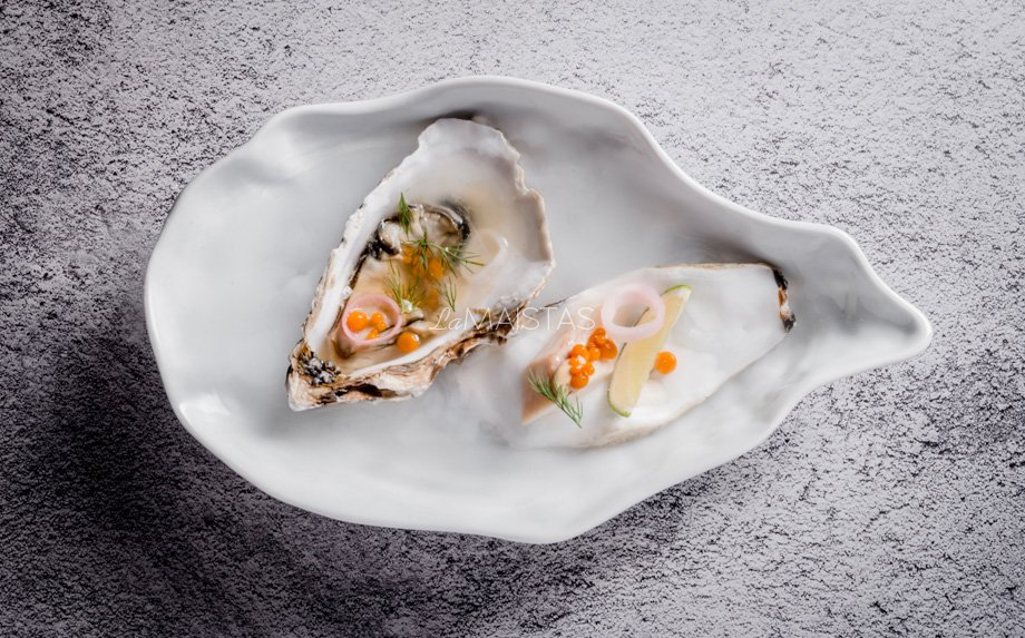 Austrės su rūkyta žuvimi ir morkų ikrais