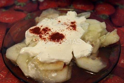 Vengriškos agurkų salotos
