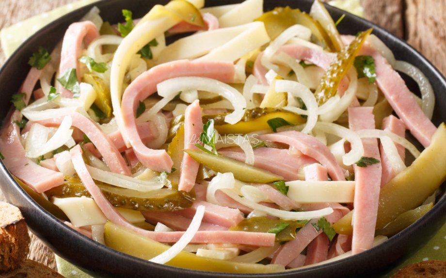 Šveicariškos salotos su mėsyte ir agurkėliais (be majonezo)