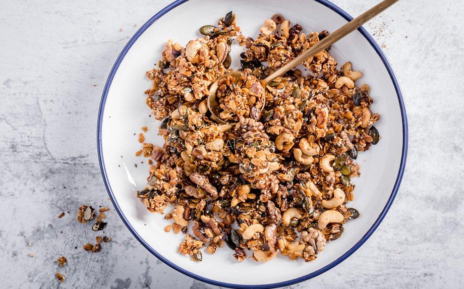 Pikantiška granola keptuvėje