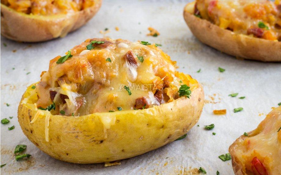 Orkaitėje keptos įdarytos bulvės su kumpeliu