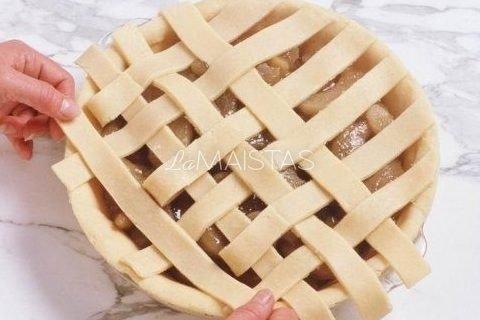 Greitas mielinis obuolių pyragas