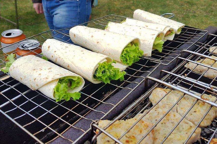 Tortilijų suktinukai su vištiena ir daržovėmis