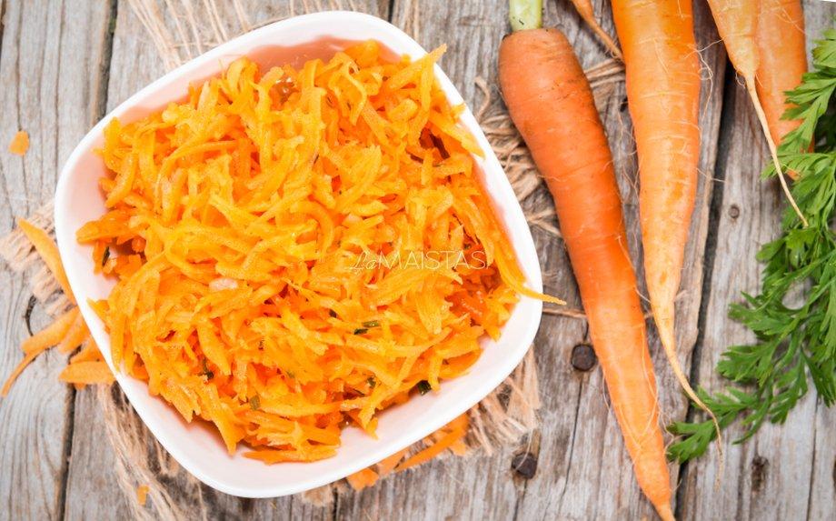 Traškios morkų salotos pagal David Lebovitz