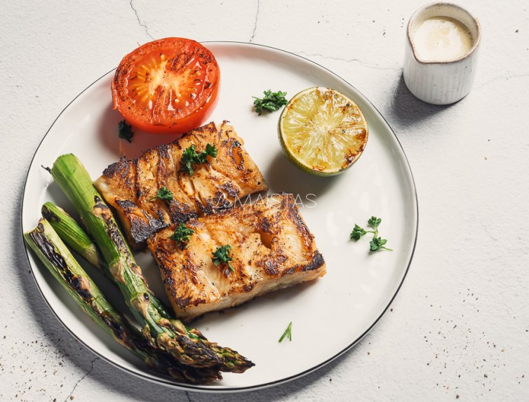 Azijietiškai kepta žuvis su daržovėmis
