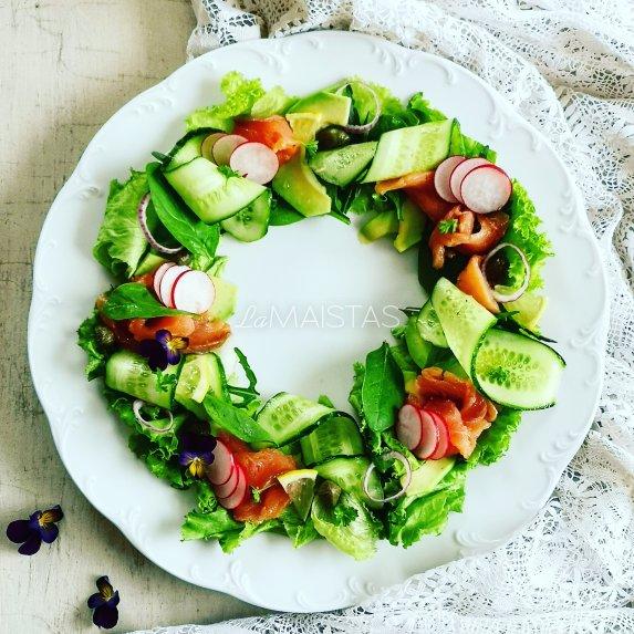Gaivios avokado salotos su lašiša