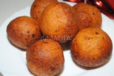 Varškės spurgos su vyšnių džemu
