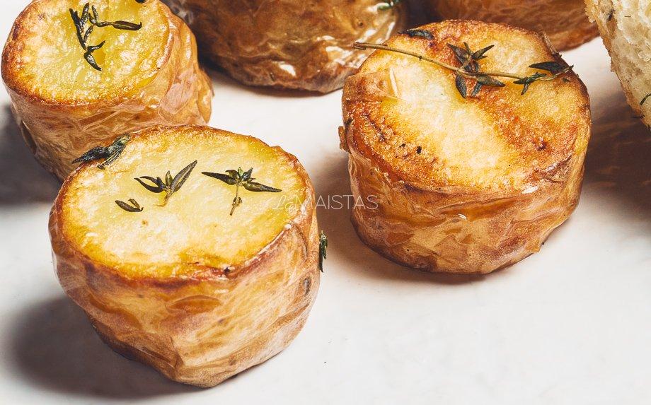 Ant grilio parūkyta bulvė