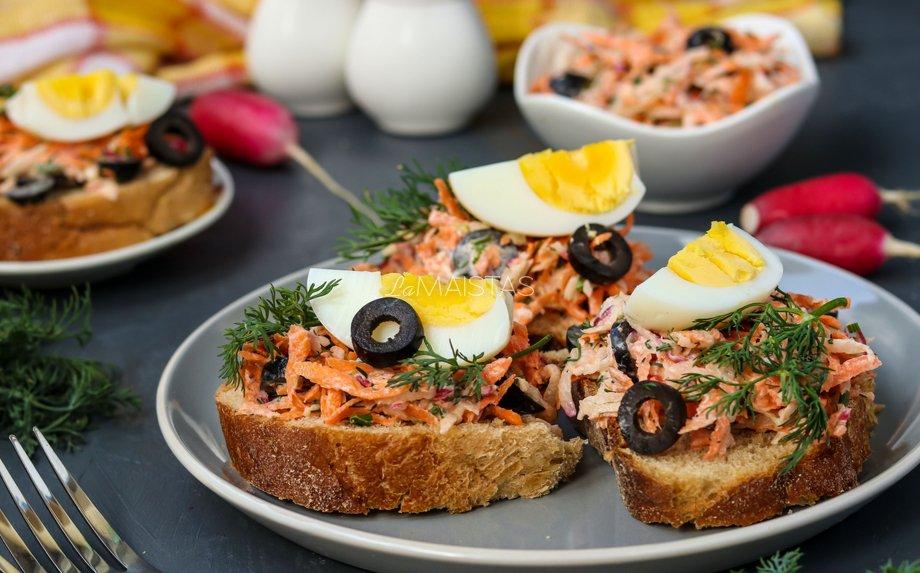 Sumuštiniai su morkomis, ridikėliais ir kiaušiniais