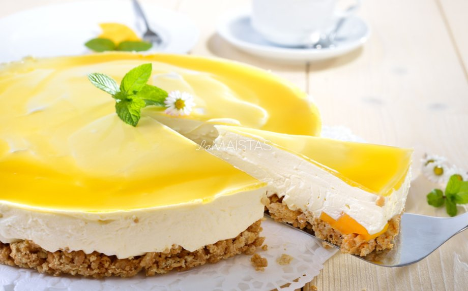 Nekeptas sūrio tortas su persikais