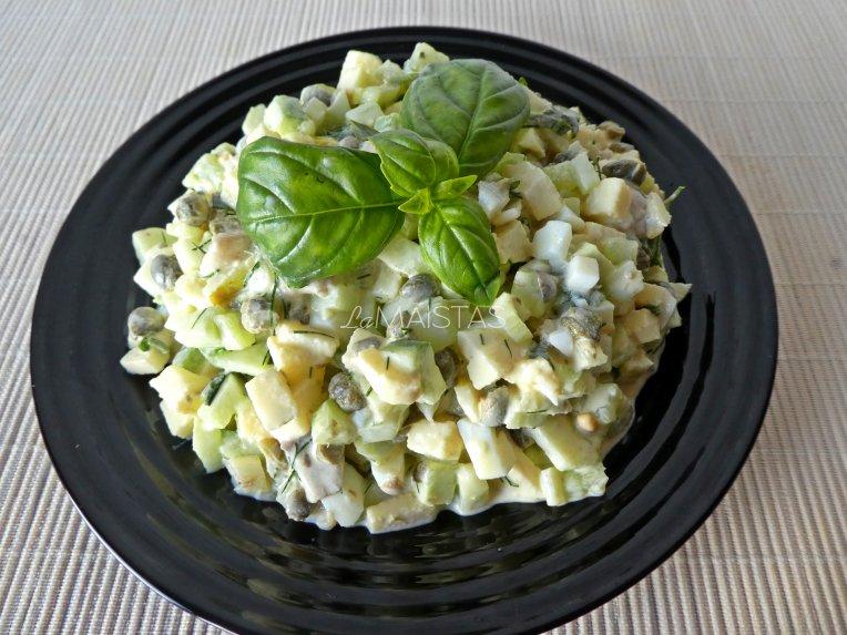 Silkės salotos su agurkais ir obuoliais