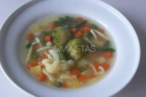 Makaronų sriuba su daržovėmis