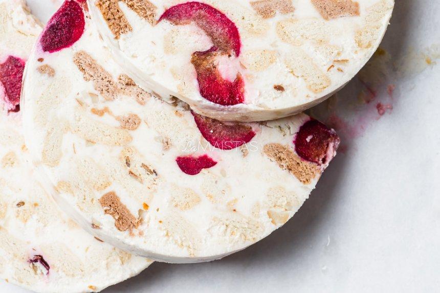Varškės tinginys su vyšniomis be kondensuoto pieno