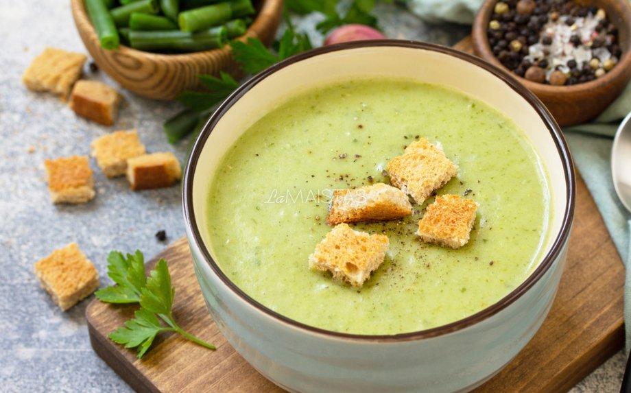 Trinta šparaginių pupelių sriuba su lydytu sūreliu