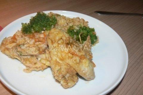 Troškinti vištienos sparneliai su ryžiais
