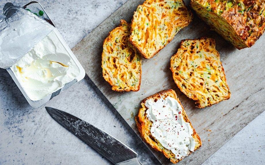 Cukinijų duona su sūriu