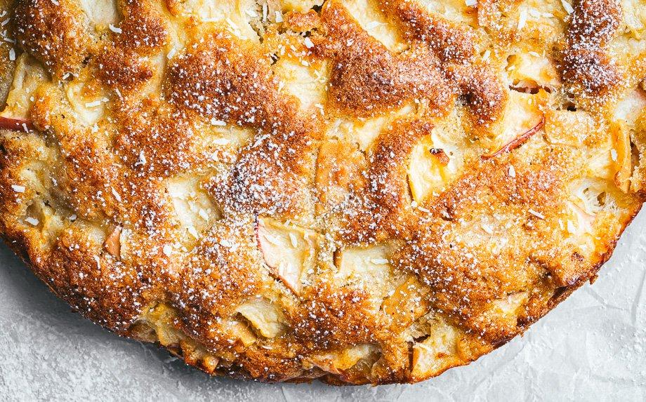 Grietas kokosinis obuolių pyragas