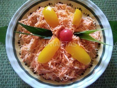 Morkų salotos su obuoliais ir poru
