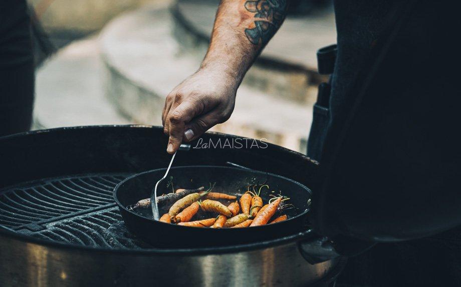 Steikas su saldžiarūgščiai keptomis morkytėmis