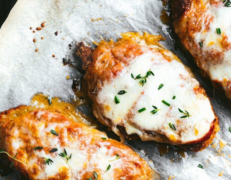 Vištiena orkaitėje su mocarela sūriu ir pomidorais