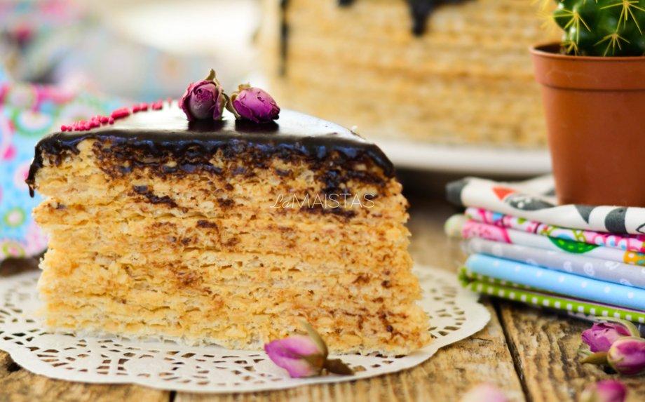 Karamelinis vaflių tortas