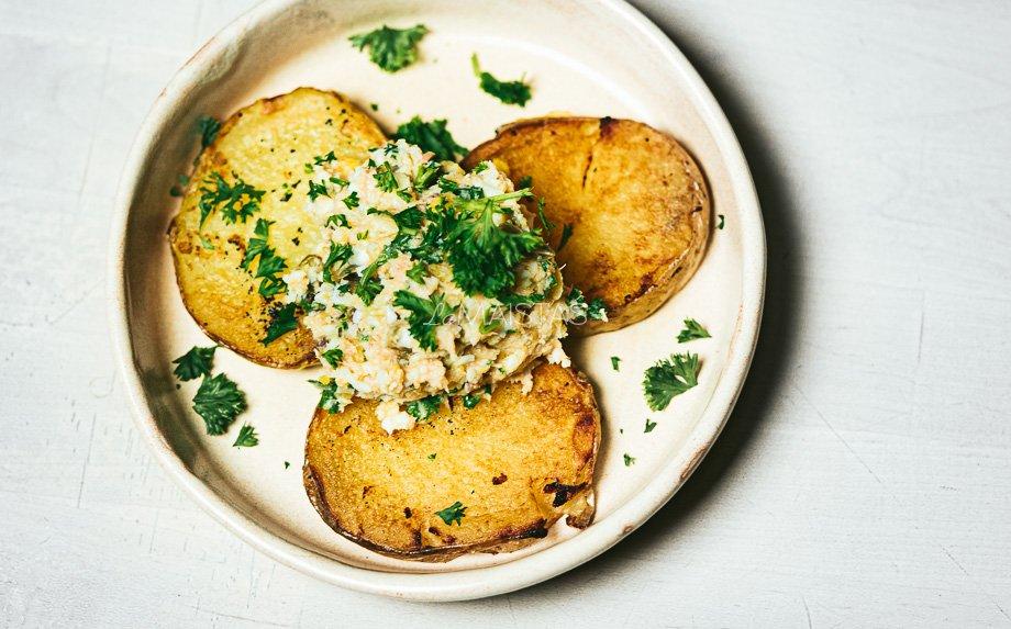 Keptos bulvių riekelės su tuno padažu