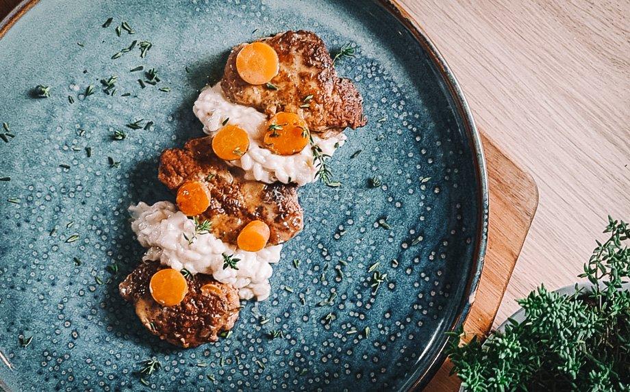 Vištienos maltinukai su kokosiniais ryžiais ir morkytėmis