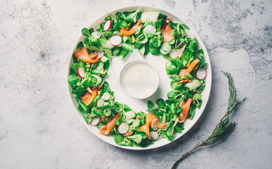 Salotų vainikas su lašiša
