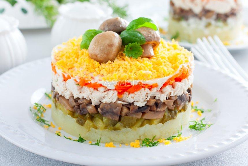 Vištienos salotos su grybais