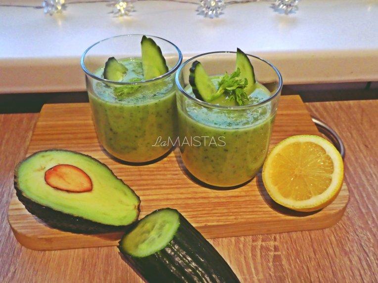 Žaliasis avokado kokteilis su vaisiais