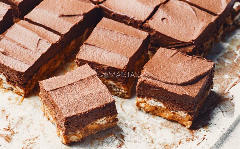 Karamelinio tinginio pyragėliai su šokoladu
