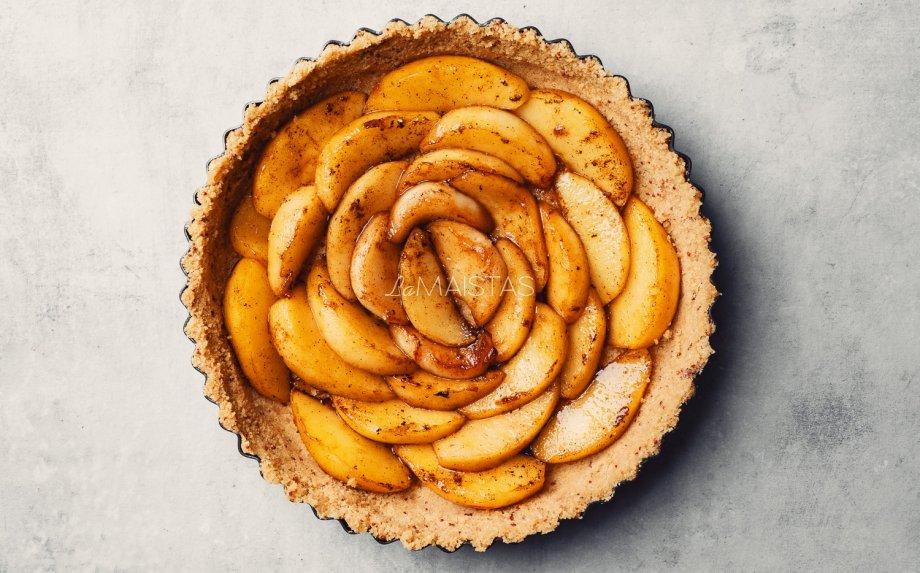 Nekeptas obuolių ir varškės tortas