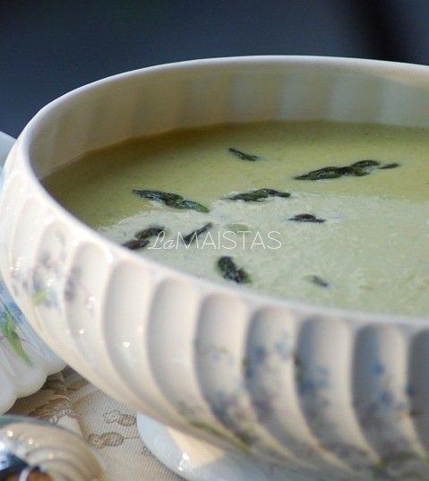 Švelni pertrinta sriuba su konservuotais žirneliais