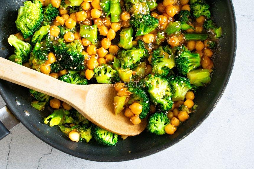 Brokolių stir fry
