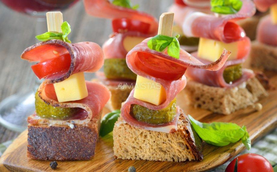 Šventiniai sumuštiniai su kumpiu
