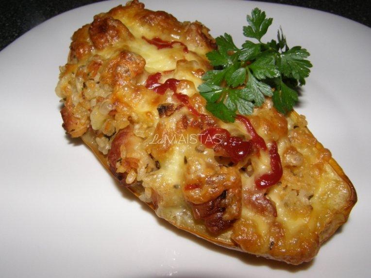 Vištiena, ryžiais ir sūriu įdarytos cukinijos