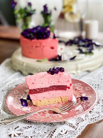 Nekeptas braškinis maskarponės tortas