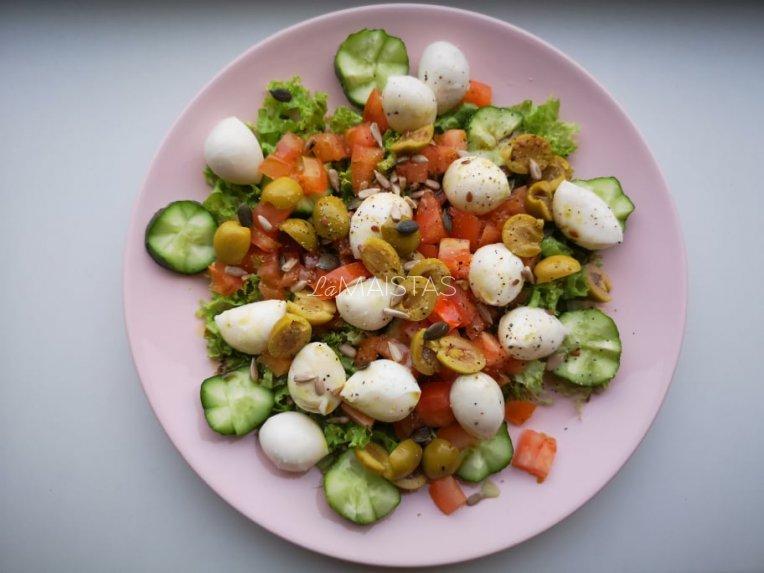 Mocarela salotos su daržovėmis