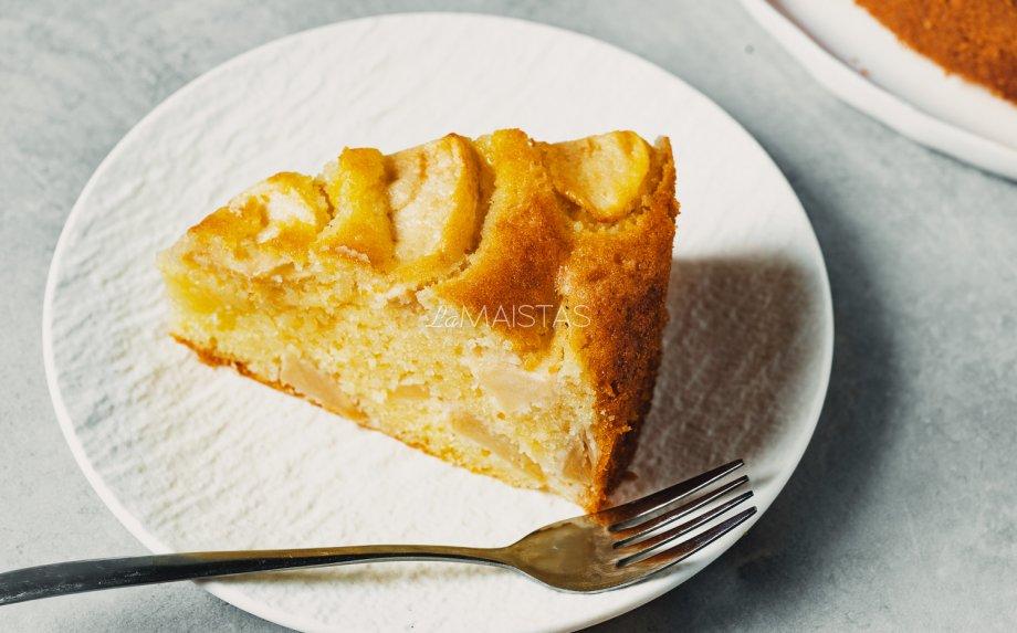 Sviestinis obuolių pyragas