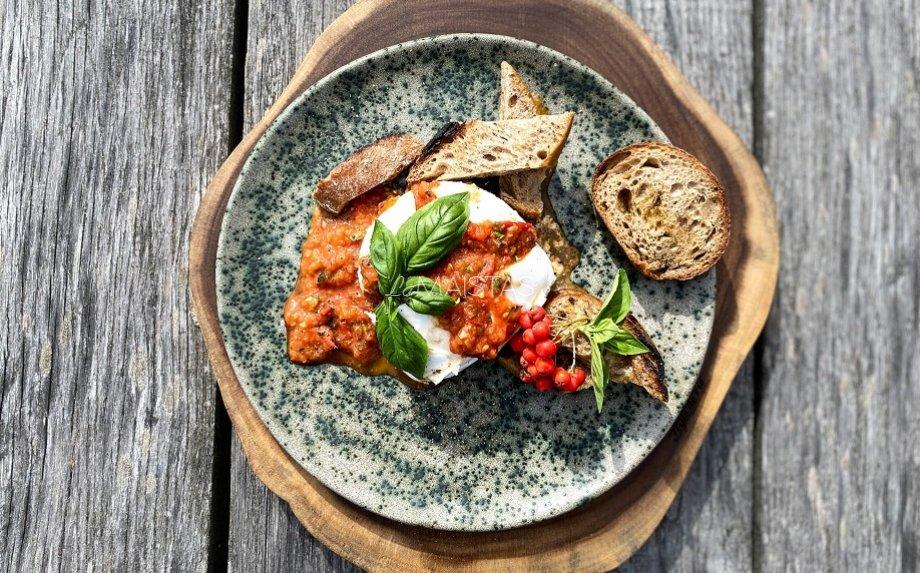 100 pomidorų padažas su šviežia burrata pagal Gian Luca Demarco